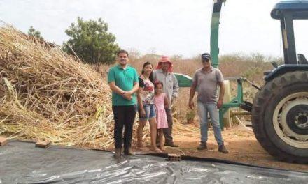 TRABALHO QUE SEGUE: Prefeitura de Prata valoriza produtores rurais com programa de Processo de Silagem