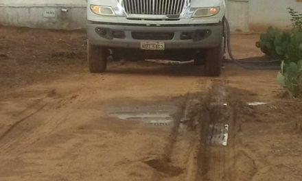 A Prefeitura de Prata abastece semanalmente carros pipa nas comunidades rurais do município.