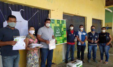 Kits de EPI'S são distribuídos para agricultores na Feira Agroecológica de Prata