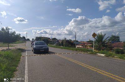 Prefeito Genivaldo Tembório atende reivindicação dos moradores e instala redutores de velocidade com placa de sinalização.