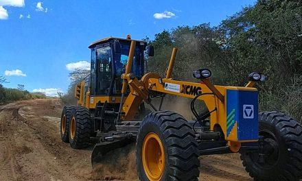 Prefeitura intensifica recuperação de pontos críticos nas estradas vicinais do município de Prata
