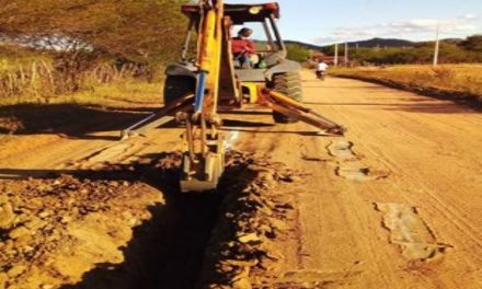 Prefeitura Municipal da Prata da início a abastecimento de água nos loteamentos Fiel de Melo e Pompílio