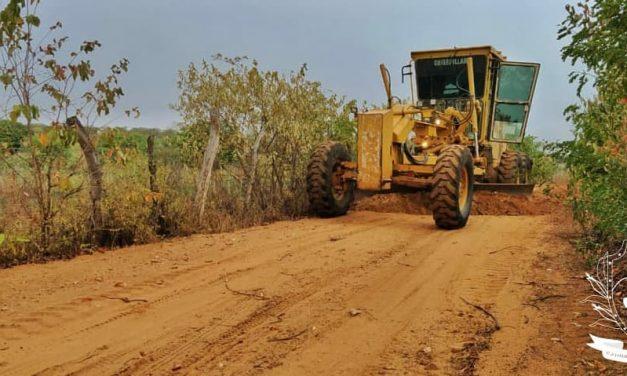 Prefeitura de Prata realiza recuperação de estradas vicinais